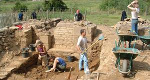 © R.Pérennec. Centre départemental d'archéologie du Finistère (CD29). - Fouille de l'aile Ouest de l'Abbaye du Relec.