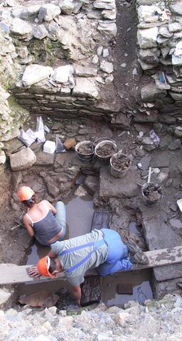 © R.Pérennec. Centre départemental d'archéologie du Finistère (CD29). - Moulin en cours de fouille.