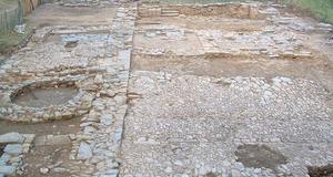 © R.Pérennec. Centre départemental d'archéologie du Finistère (CD29). - Vestiges d'une exploitation agricole XIXe siècle installées sur les ruines du cloître.