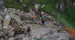 © R. Pérennec, Centre départemental d'archéologie du Finistère (CD29). - Enceinte basse, en cours de fouille, Château Roc'h Morvan à La Roche Maurice.