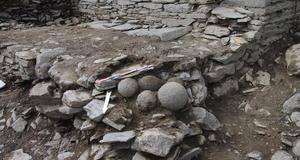 © R. Pérennec, Centre départemental d'archéologie du Finistère (CD29). - Ensemble de projectiles, Château Roc'h Morvan à La Roche Maurice.