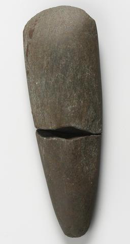 © S. Goarin, Centre Départemental d'archéologie du Finistère(CD29). - Hache polie.